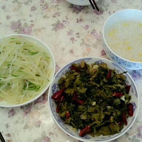 酸菜 土豆丝  玉米稀饭的做法