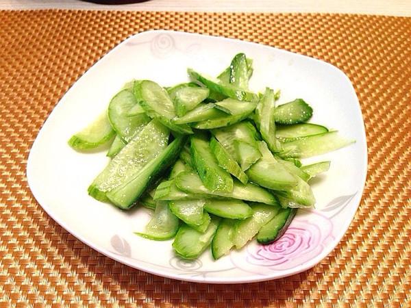 凉拌黄瓜条的做法