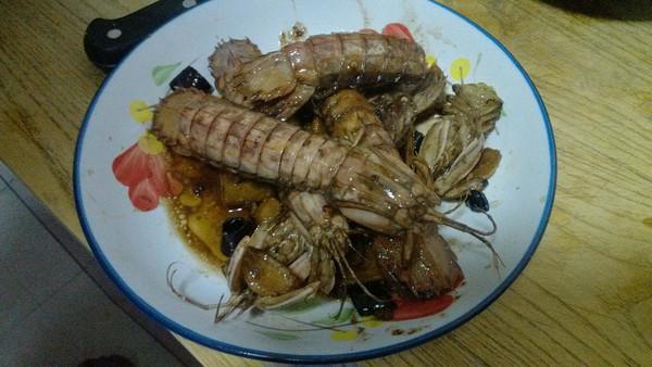 黑啤煮皮皮虾的做法
