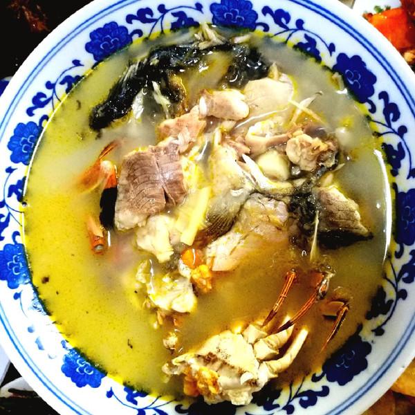 大闸蟹鲫鱼煲的做法