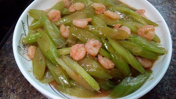 西芹百合炒虾仁的做法