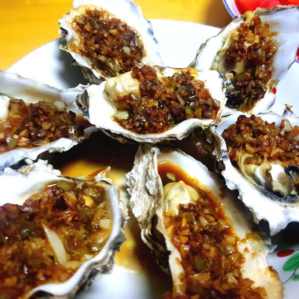 金银蒜剁椒蒸生蚝#樱花味道#的做法