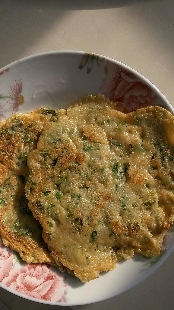芹菜叶子鸡蛋饼的做法