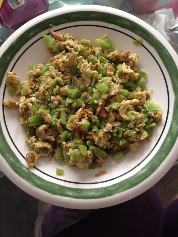 剁椒鸡蛋炒莴笋的做法