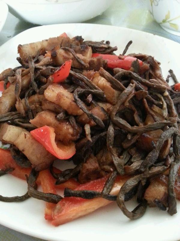 木耳干豆角炒肉的做法