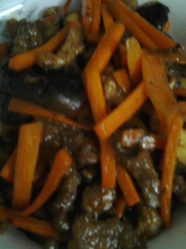 热炒红萝卜香菇的做法