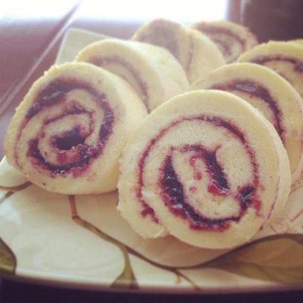 蓝莓戚风蛋糕卷的做法