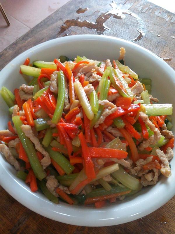 西芹胡萝卜炒肉片的做法