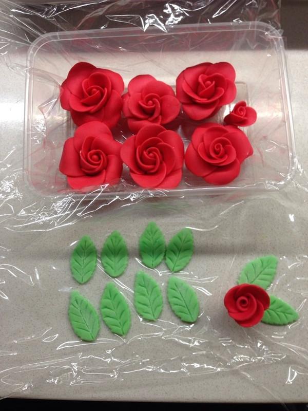 白色 情人节——巧克力玫瑰花束(附包装法)的做法