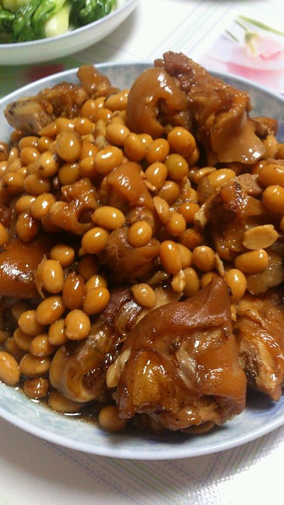 黄豆炖猪脚的做法