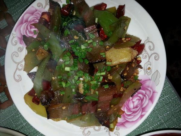 【猫记私房菜】开胃莴笋炒腊肉 久别湘西的味道的做法