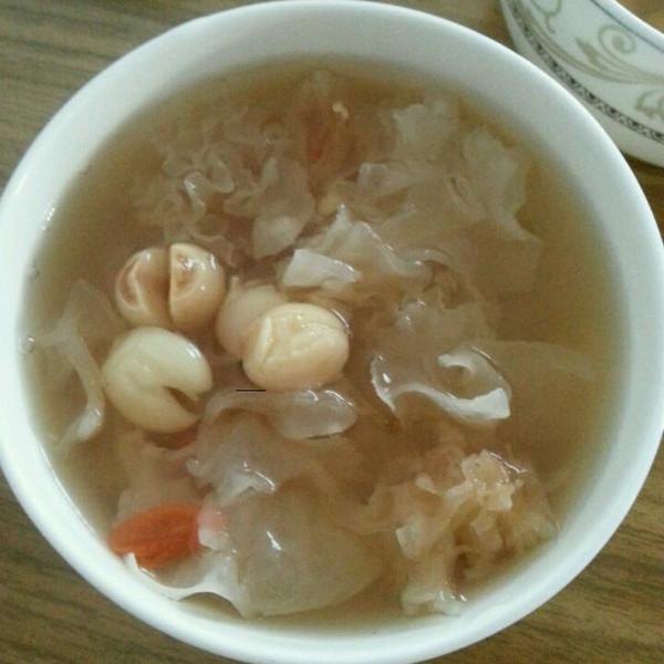 银耳莲子汤 的做法