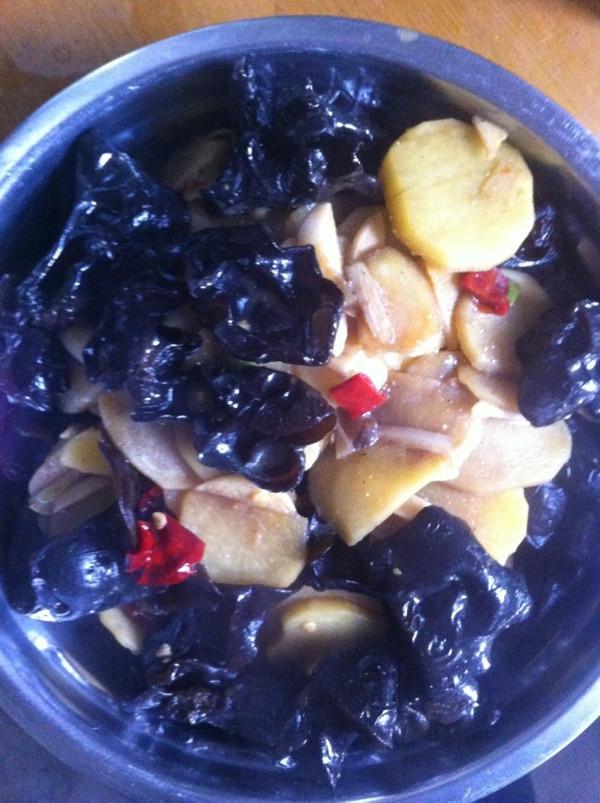 鲜椒木耳土豆片的做法