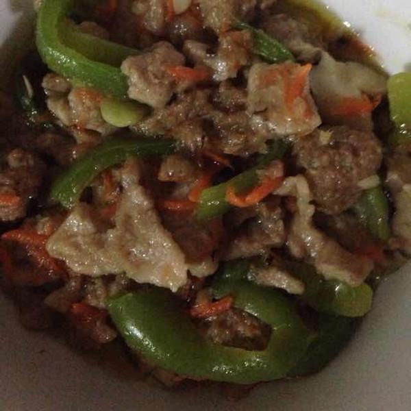 香菇青椒胡萝卜炒肉的做法