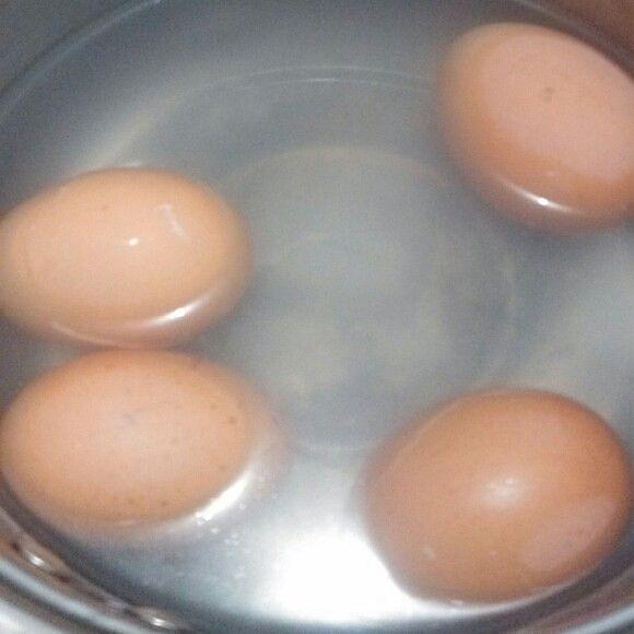 水煮鸡蛋的做法