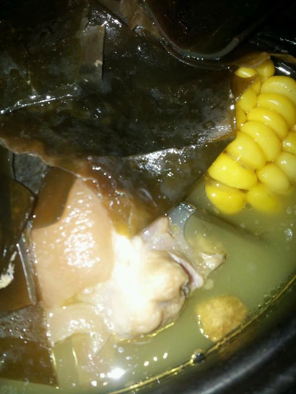 黄豆海带猪脚汤的做法
