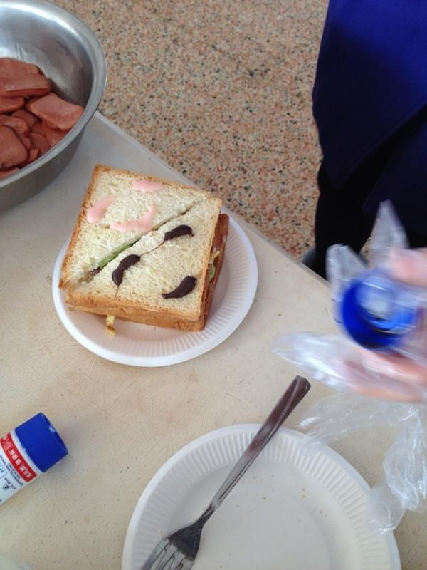五分钟的营养能量早餐---鸡蛋三明治的做法