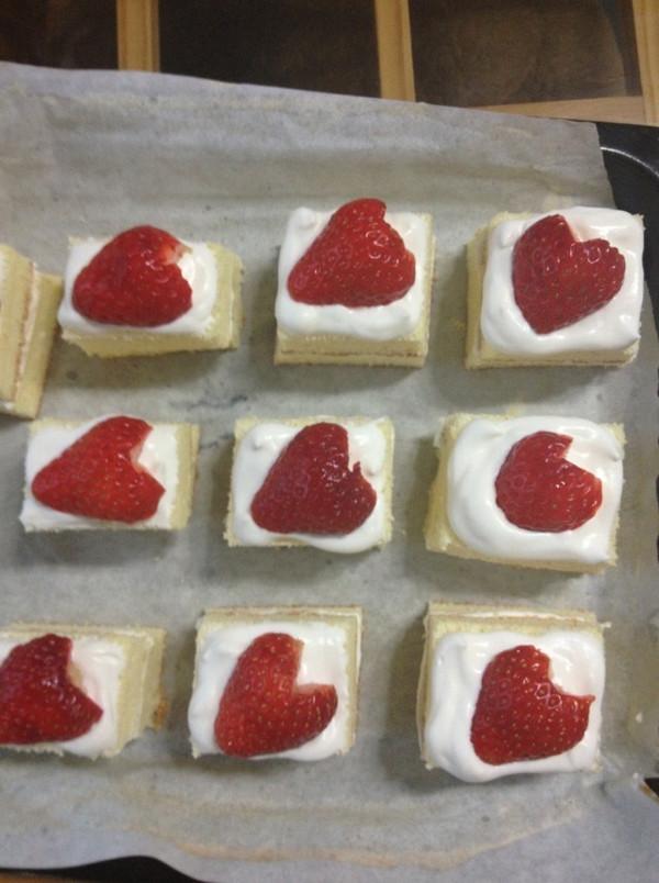 草莓奶油蛋糕(6寸戚风)的做法
