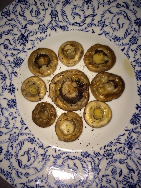 【西班牙蒜香煎蘑菇】的做法