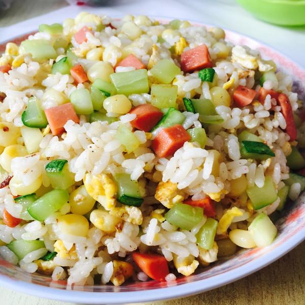 黄瓜玉米火腿肠蛋炒饭