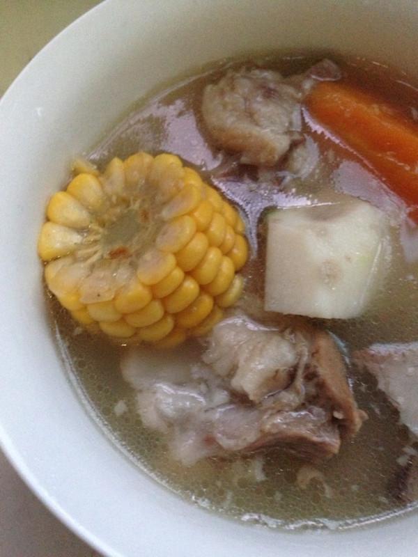 胡萝卜甜玉米扇骨薏米汤的做法