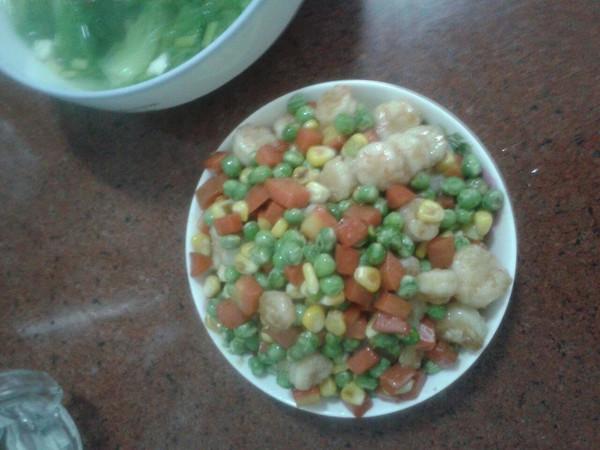 三色炒虾仁的做法