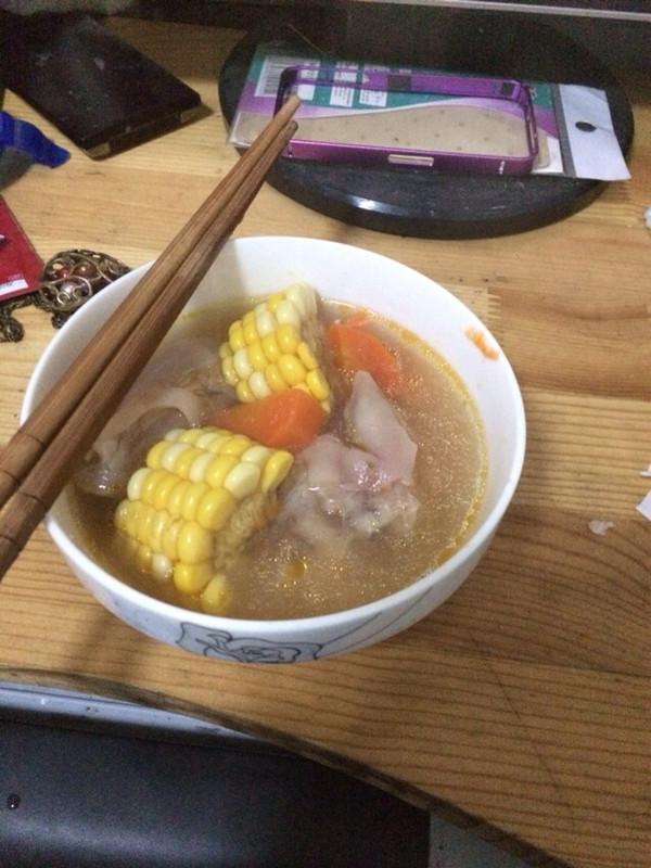 玉米猪蹄汤的做法