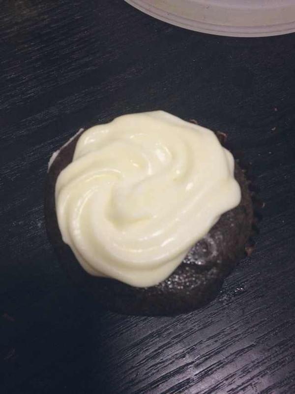 摩卡纸杯蛋糕(配奶油芝士糖霜)的做法