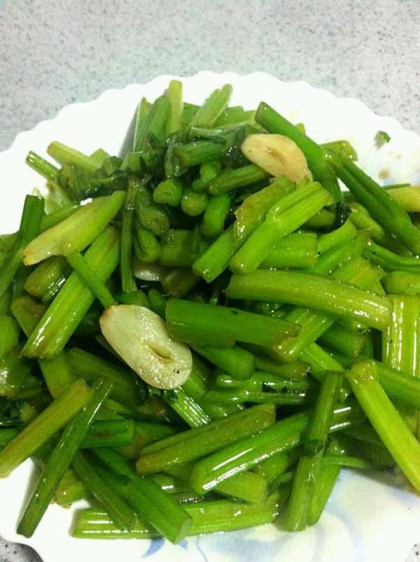 清炒芹菜的做法