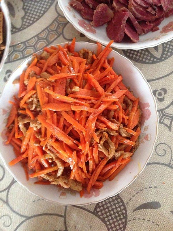 红萝卜炒肉丝的做法