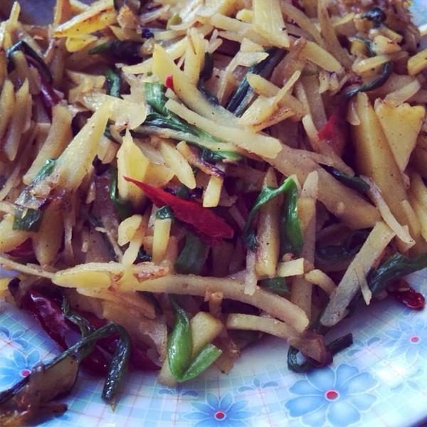 百吃不厌的----炝炒土豆丝的做法