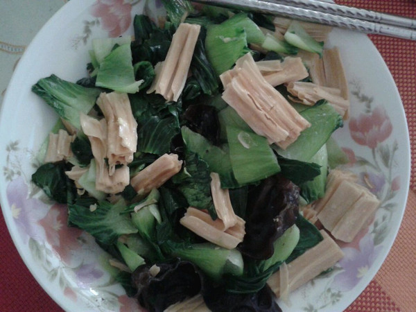 菠菜炒腐竹的做法