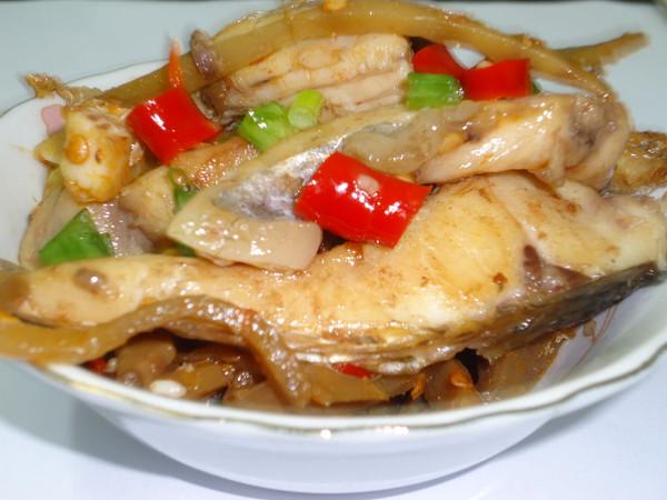 酸笋泡椒焖鱼的做法