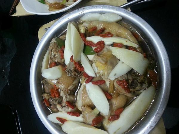淮山枸杞蒸鸡的做法