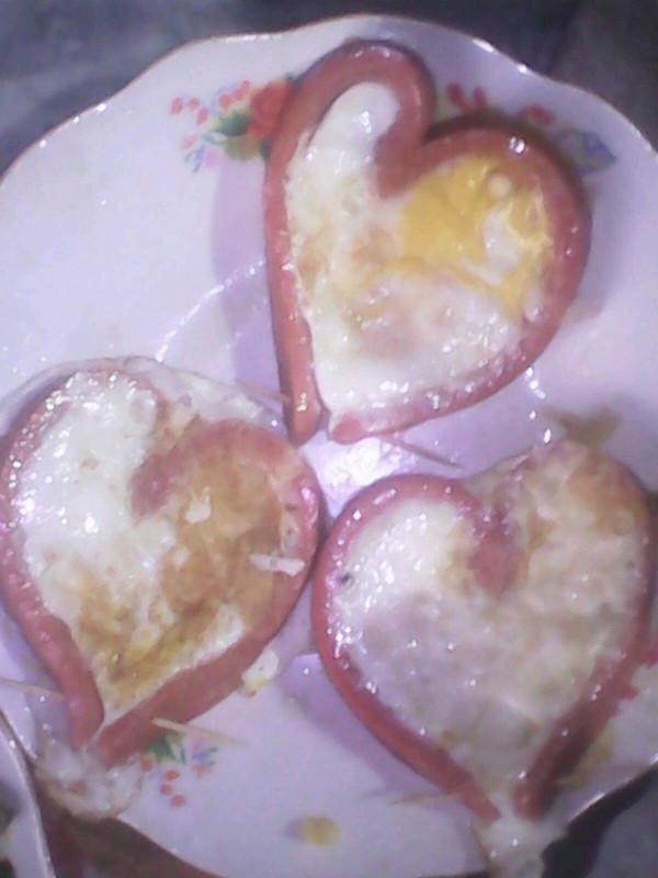 爱心火腿肠煎鸡蛋的做法