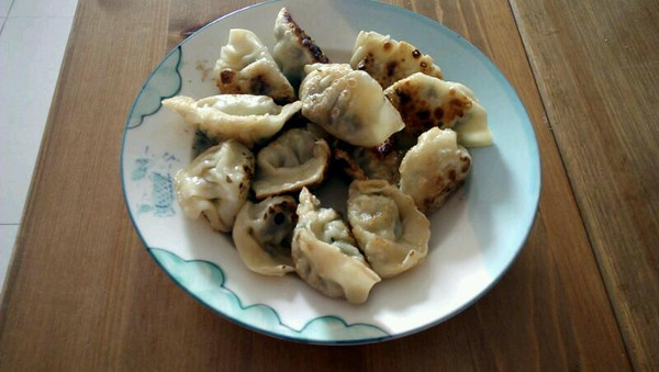 韭菜虾仁生煎饺的做法