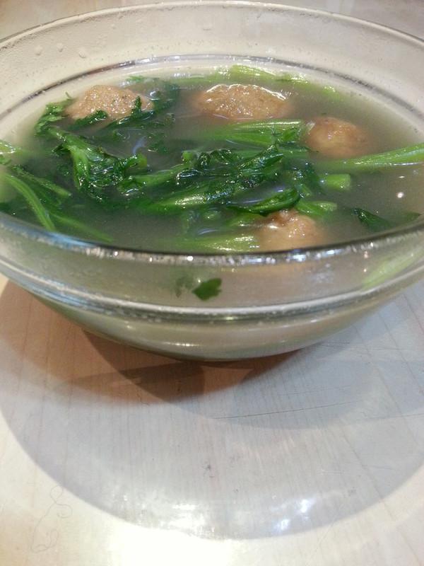 芋头文蛤茼蒿汤的做法