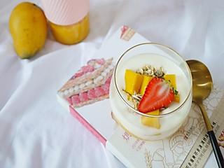 chihiro婷的🔥越吃越瘦的芒果酸奶燕麦杯,既能当早餐,又能做甜点