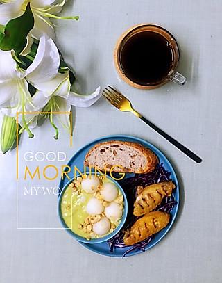 罗勒酱的8.18早安~陪我一起吃面包吧💋💋