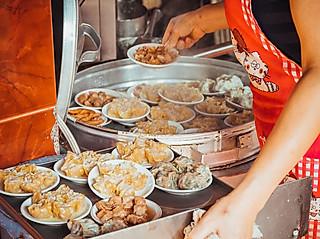 """紫萝兰的💕广州探店//凌晨5点就坐满人的老字号""""茶楼"""",点心4元一碟。"""