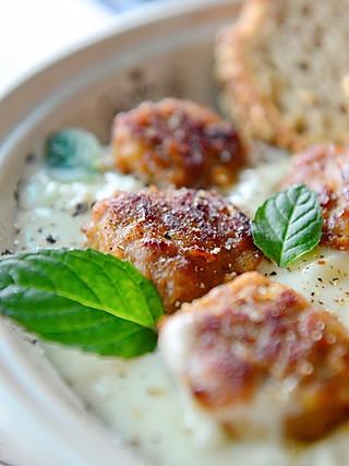 Tina厨房日记的奶油蘑菇烩肉丸🍡
