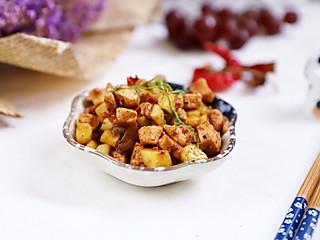 羽翙的贪吃小厨房的吃肉也减肥:香辣黄瓜鸡丁,家常快手减肥菜,4步搞定