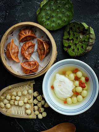 草西猪猪的鲜莲荷包蛋&香椿饺子的周四,早安~