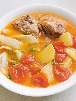 知译妈的多年前吃过一次一个看着很凶的食堂大叔做的面片汤,很怀念。