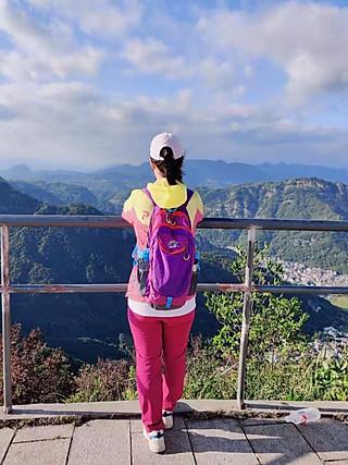 西丑辣妹的登山~喜欢九月秋色