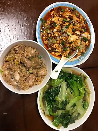 午餐:麻婆豆腐+蚝油生菜+板栗鸡腿饭