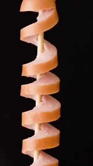 西西儿的居家美食的🌭香肠这样切🔪才美味可口的螺旋香肠🥓居家油炸物🍴
