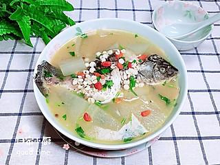归家小厨的用这个季节盛产的冬瓜和鲫鱼一起煲汤,不但鱼肉鲜甜、汤汁醇美