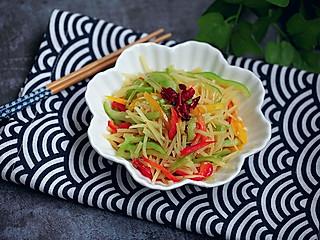 wiwiwi的夏天特别喜欢吃各式凉拌菜,今天就带来这道凉拌彩椒土豆丝