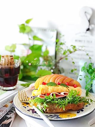 芽芽名叫黄小芽的这样子的豪华三明治🥪天天吃都吃不厌😋😋😋